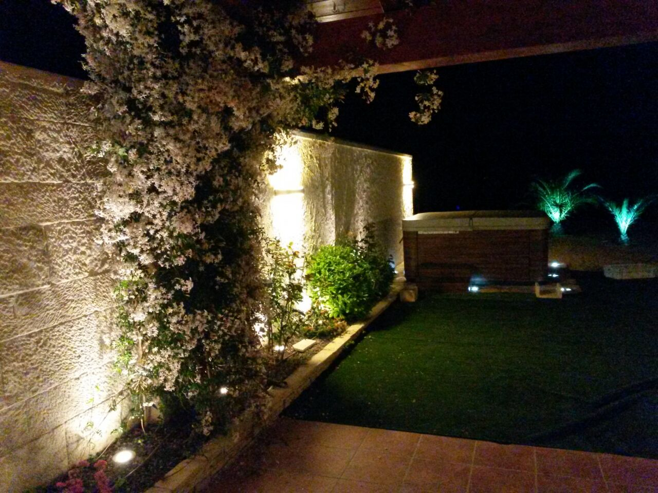 Iluminaci n insbar for Luces jardin